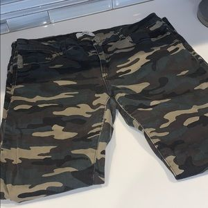 Camouflage ripped skinny jeans